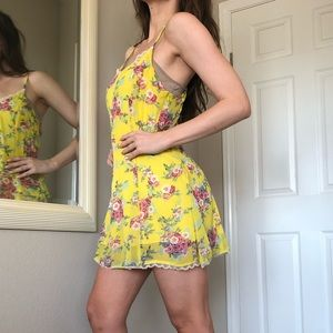 Yellow, printed dress with lace detail